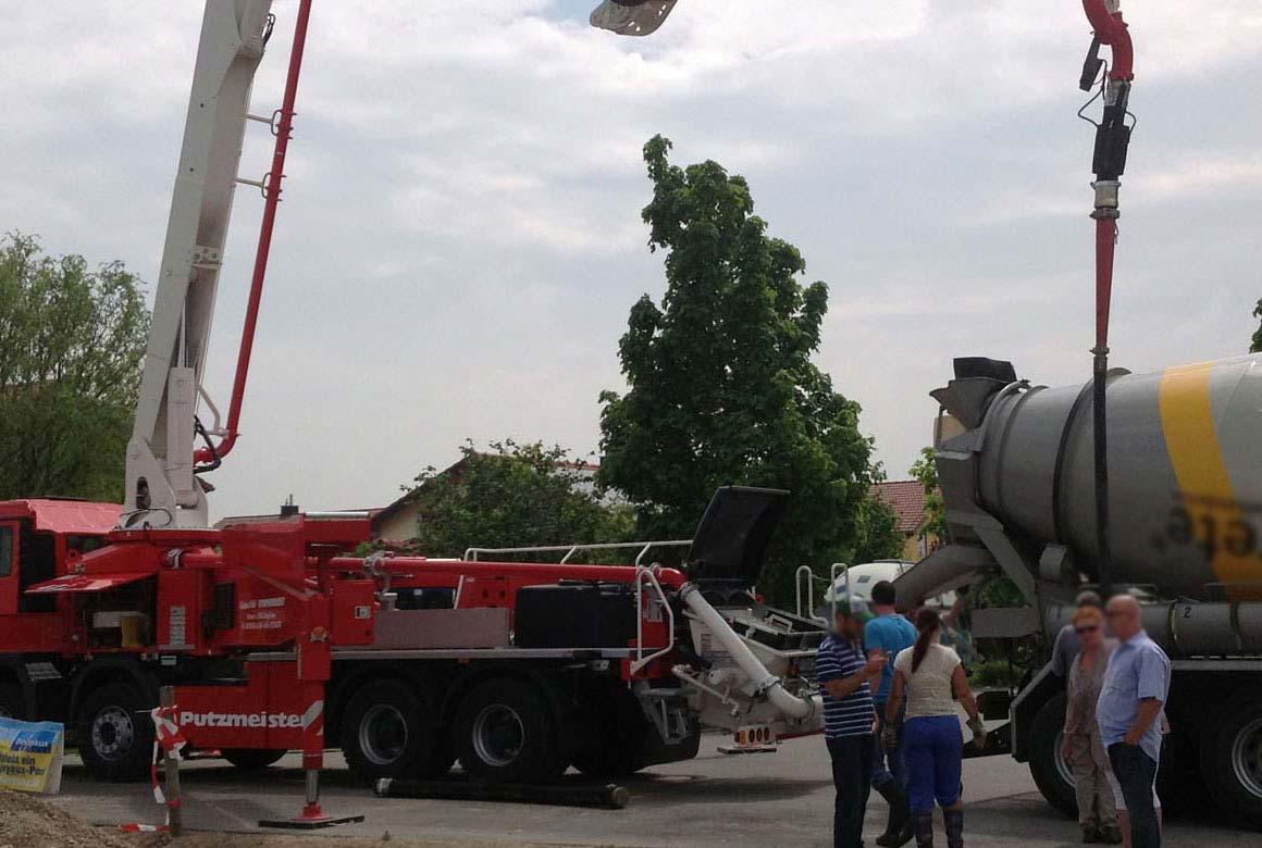 Beton für Pool in Aachen wird geliefert