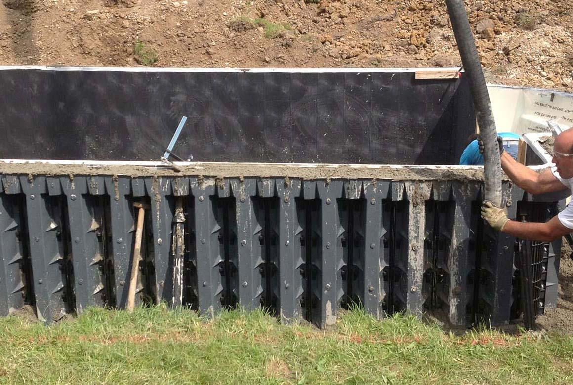 Seitenwände Pool Aachen werden betoniert